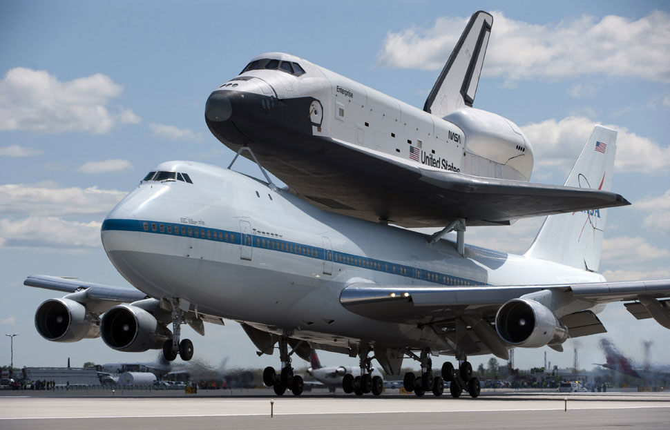 Shuttle Enterprise arriving at JFK (big photos) - Boing Boing