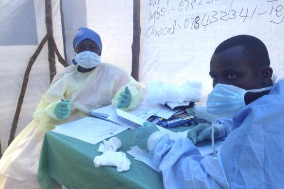 Government health workers are seen during the administration of blood tests for the Ebola virus in Kenema, Sierra Leone June 25, 2014. REUTERS/Umaru Fofana