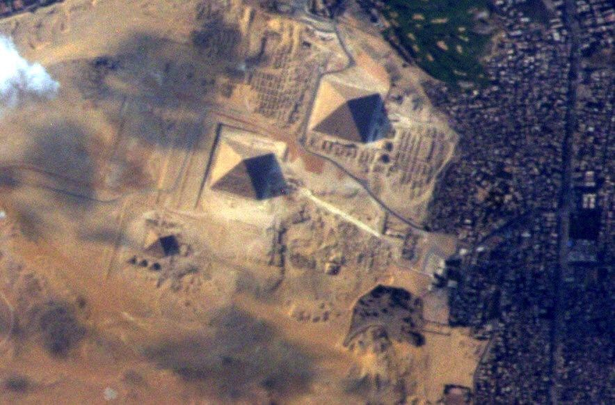 Astronaut Terry Virts's photo of the Great Pyramids ...