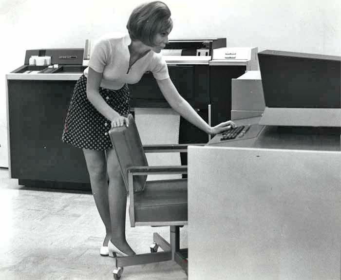computers-miniskirts-9