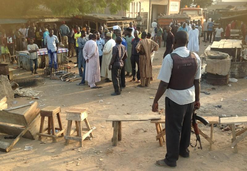 People gather at the scene of a bomb blast at a fruit and vegetable market in the Jimeta area of Yola, Adamawa, Nigeria November 18, 2015.  REUTERS