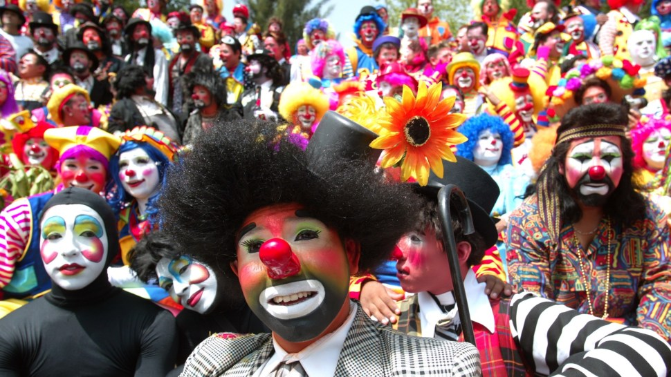 Clowns gather for a group photo at an international clown convention in Mexico City October 18, 2006. REUTERS/Tomas Bravo