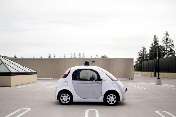 A prototype of Google's own self-driving vehicle is seen during a media preview of Google's current autonomous vehicles in Mountain View, California September 29, 2015.  REUTERS/Elijah Nouvelage