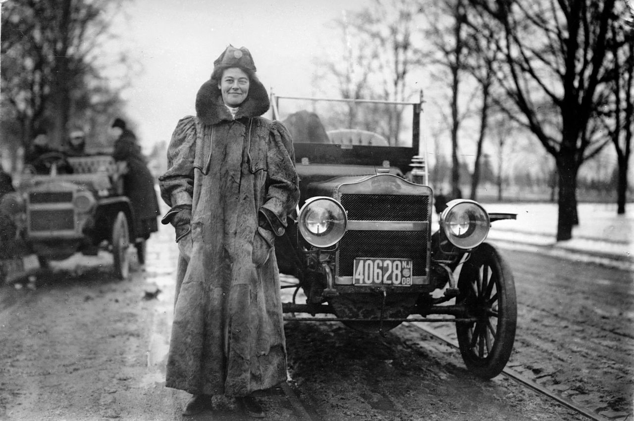 In 1909, Alice Ramsey set out to cross the United States by car ...