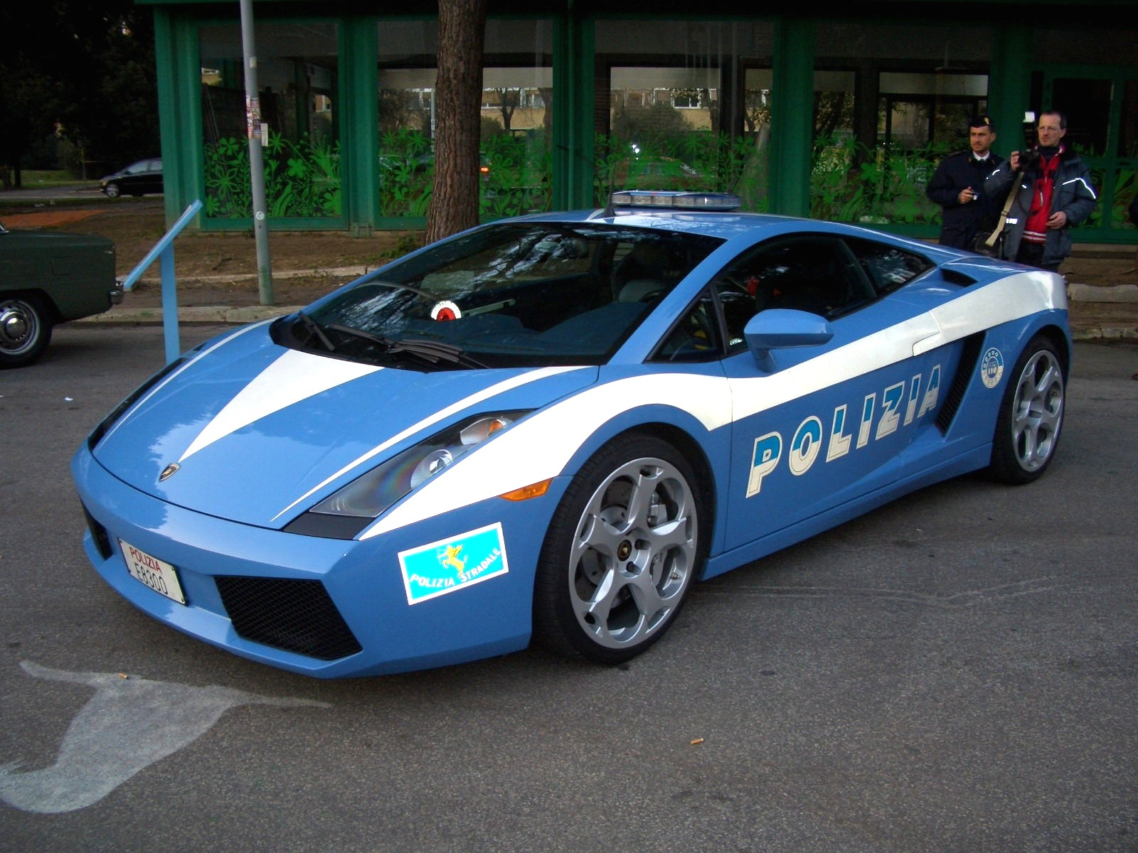 Photo of a Lamborghini owned by the Italian police