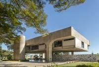 Photo by Edgard Cesar of brutalist building in Brasília