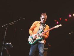 Photo of Rivers Cuomo by alexlisciophotos