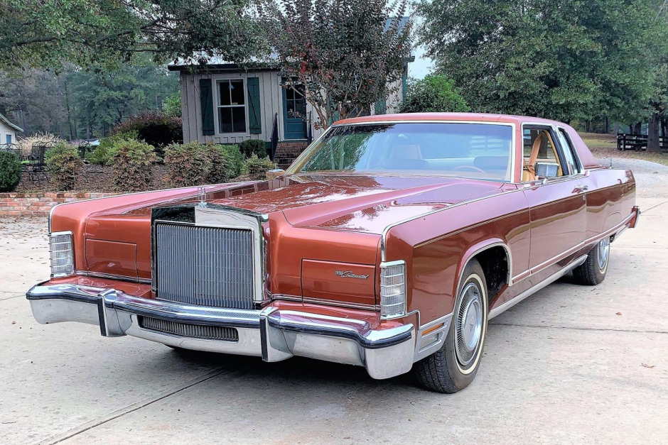 This is one cool '77 Lincoln Continental Town Coupe
