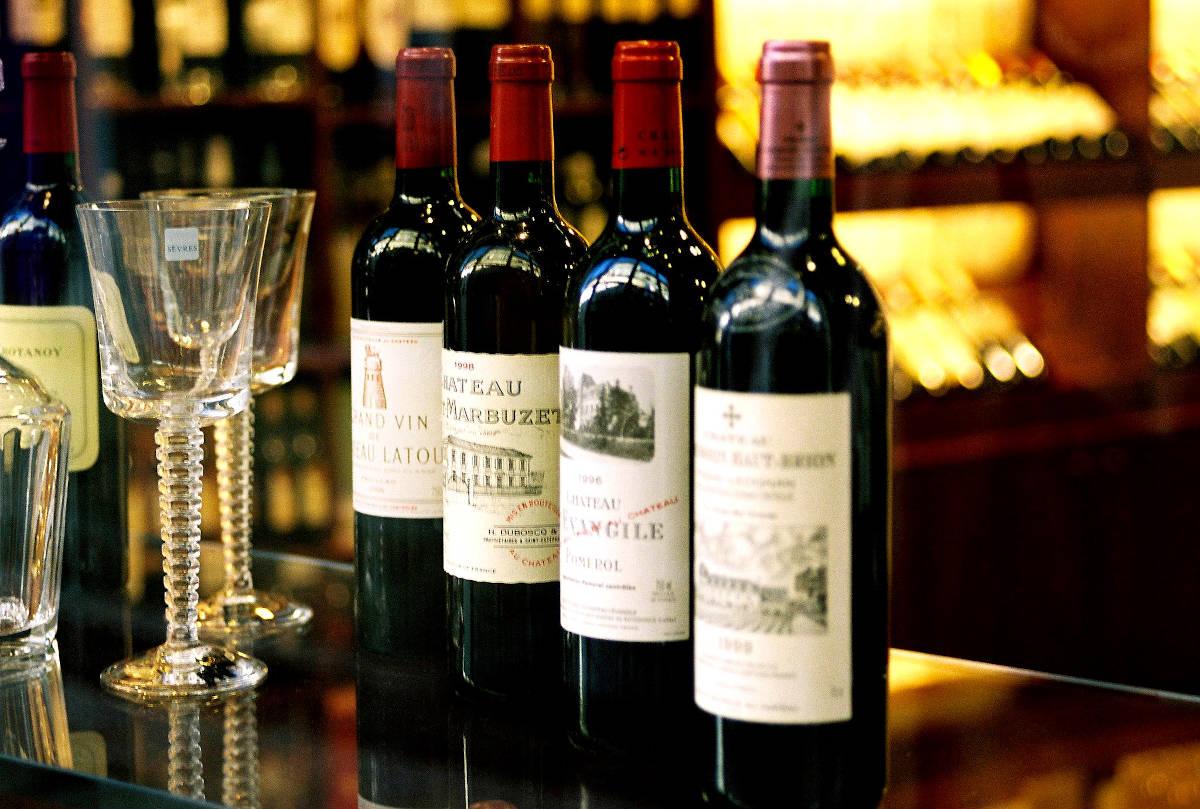 Photo of bottles of Bordeaux wine, by filtran