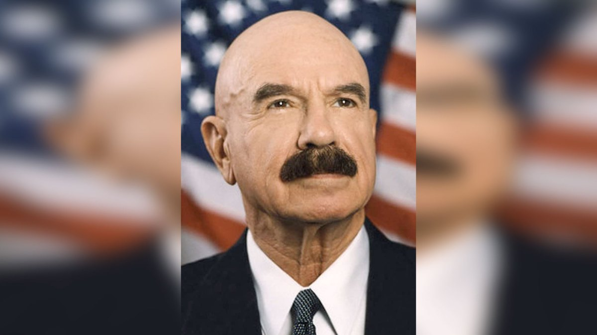 Airwolf villain and inept burglar G. Gordon Liddy dead at 90 | Boing Boing