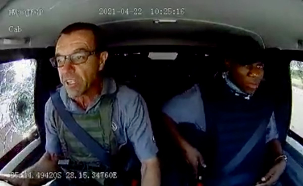 Intense footage of courier drivers under attack by armed robbers | Boing Boing