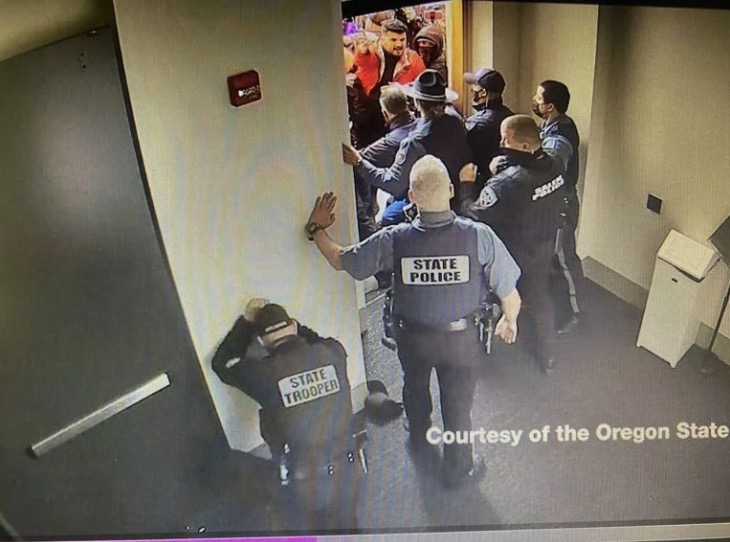 Oregon state Rep. Mike Nearman criminally charged for allowing far-right rioters to breach state Capitol | Boing Boing