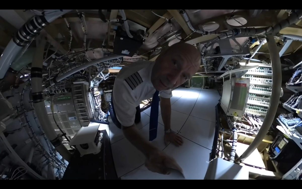 Wow – pilot shows us the comfy pilot beds and avionics room that passengers don't get to see | Boing Boing
