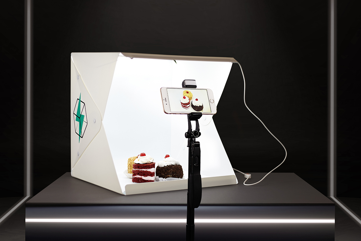 The FlashBooth 2.0 is a portable studio for shooting beautiful product images in seconds | Boing Boing