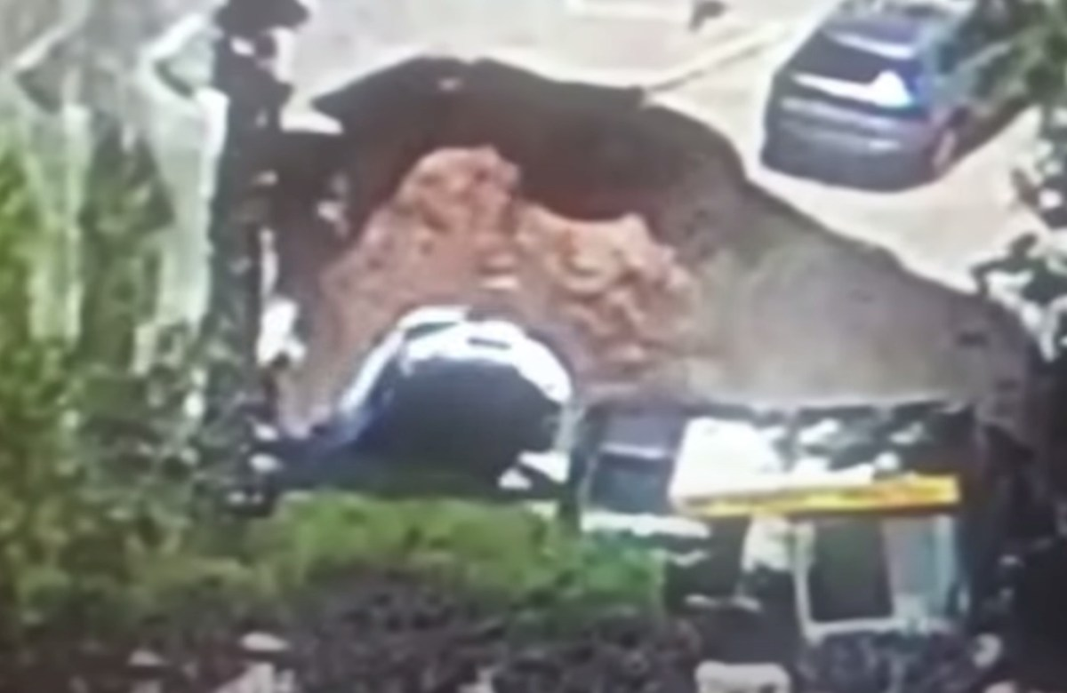 Watch a huge sinkhole in Jerusalem open up and swallow cars | Boing Boing