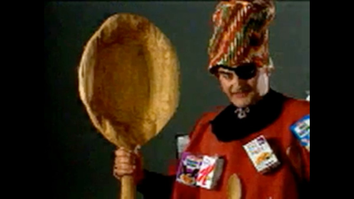 """Why did this 1990 QuickTime CD-ROM have a bizarre video of """"Spoon Man?"""" 