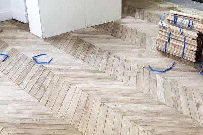 1050a Pose parquet bordeaux