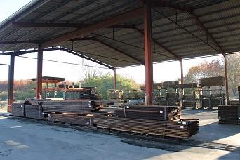 bois traités sous hangar