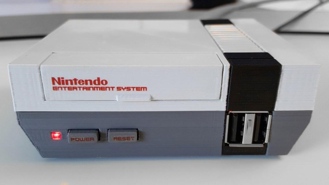 Une vraie Nintendo mini NES avec cartouches de jeux