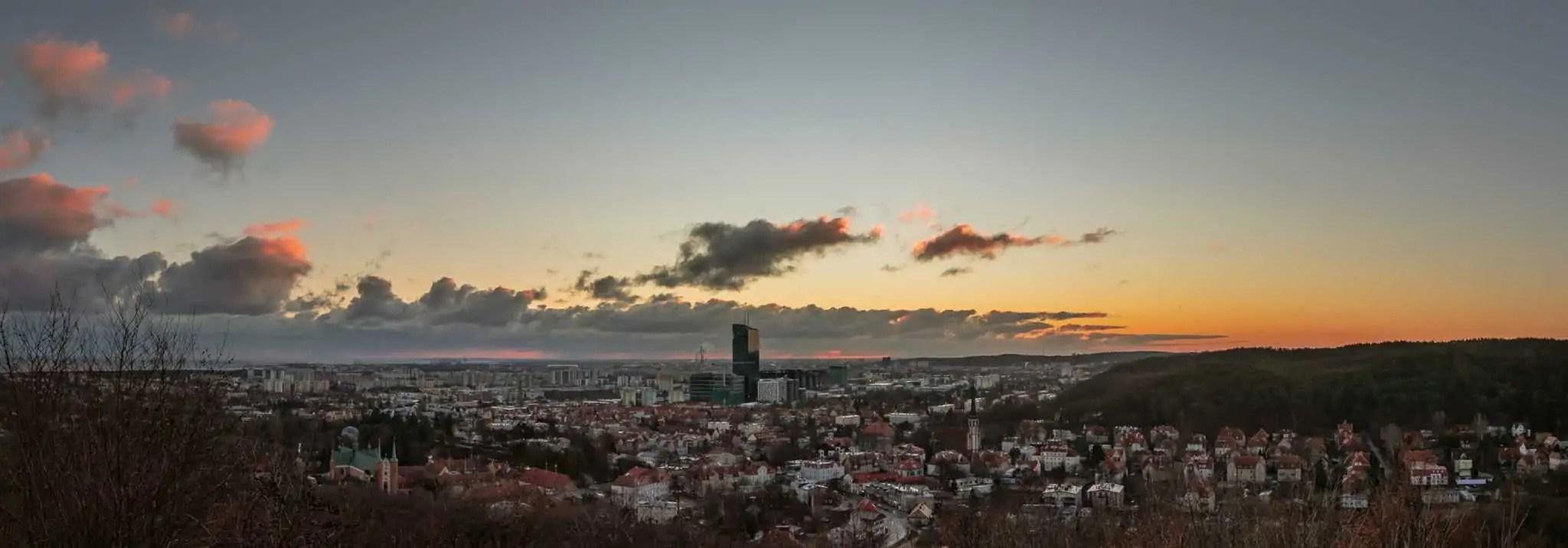 PRZED dodanie matowego efektu przez zmniejszenie kontrastu panorama Gdańska scaled - Emocje w fotografii czyli 12 sposobów na emocjonujące zdjęcia !