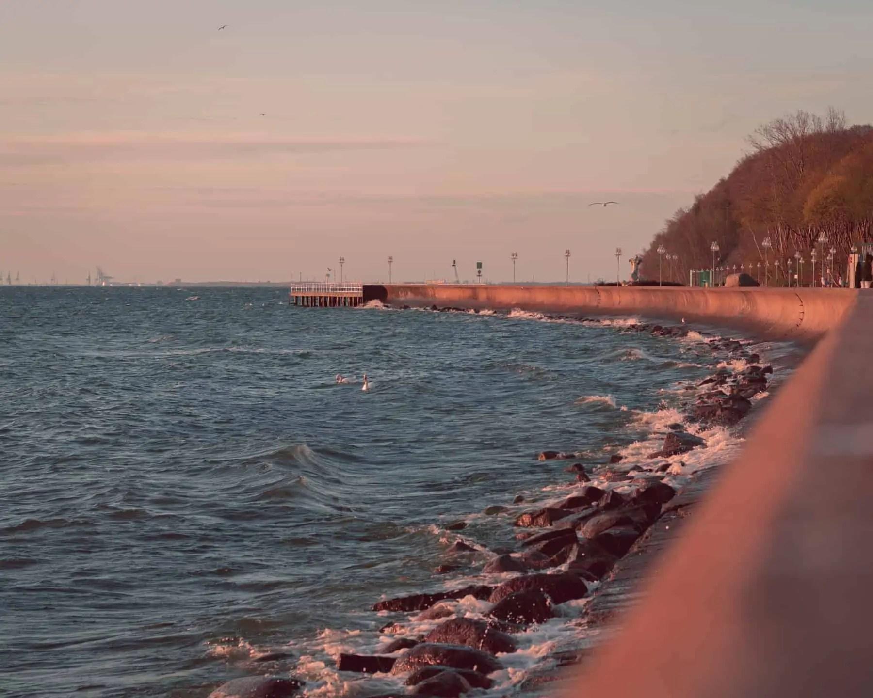 Promenada w Gdynii LUT czerwony październik - Pastelowe presety do lightrooma - cała wiedza i ponad 7 filtrów
