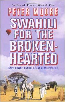 Bokomslaget til Swahili for the broken-hearted, lillahimmel over strågul savanne