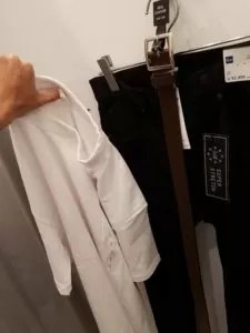 GUのポケット白Tシャツ