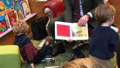Burgemeester Nanning leest voor…