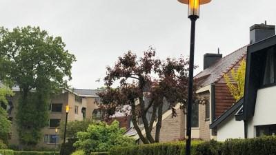 Lantaarnpalen branden nog steeds overdag