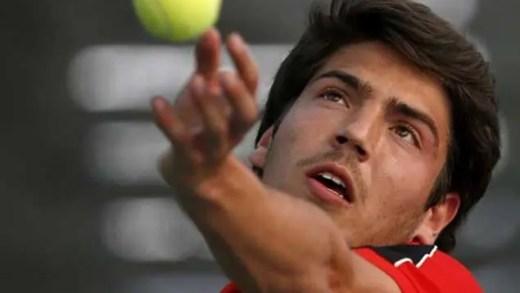 João Domingues cede um set mas avança para a segunda ronda no LRC