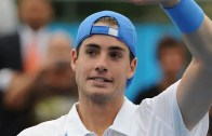 Isner questiona decisão de Federer de saltar Roland Garros: «Eu nunca faria isso»