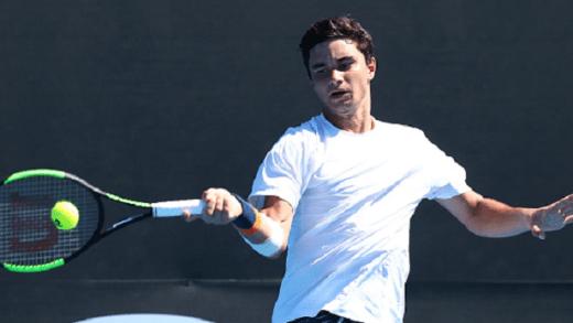 Duarte Vale fica pelos 'oitavos' de singulares do Australian Open após batalha de quase três horas