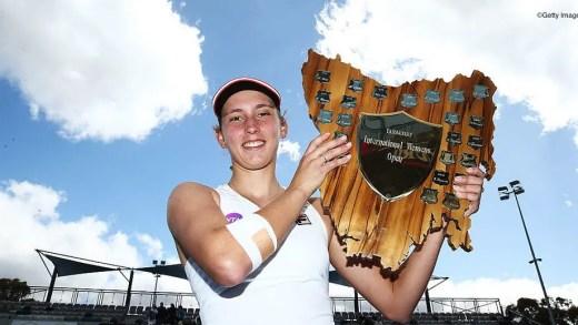 Mertens, a jovem belga que quis desistir na 2.ª ronda, acaba campeã no WTA de Hobart