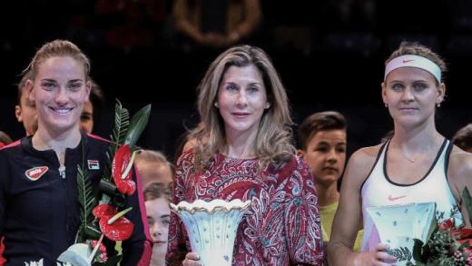 Timea Babos conquista Budapeste sob o olhar atento de Monica Seles