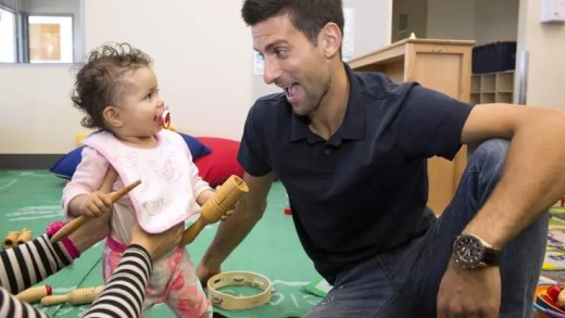 """[VÍDEO] O melhor ponto da semana foi ganho por uma """"estrela de palmo e meio"""" contra Djokovic"""