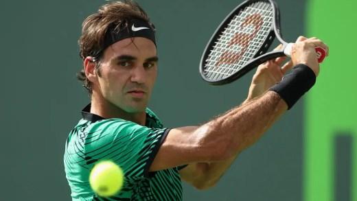 Roger Federer está a treinar no Dubai… em piso rápido