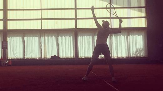 Sharapova não pode entrar no recinto em Estugarda e está a pagar 18 euros por hora para treinar nos subúrbios
