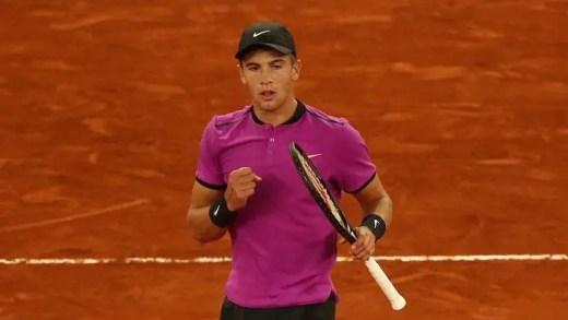 Borna 'Lucky' Coric arrasa Andy Murray rumo aos quartos-de-final do Masters 1000 de Madrid