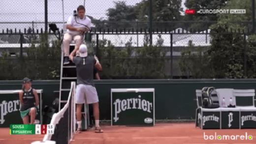 [Vídeo] João Sousa discordou do árbitro, chamou o supervisor e virou o encontro a partir desse momento