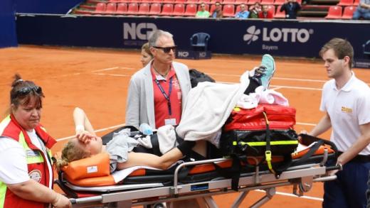 [Vídeo] A arrepiante lesão que atira uma das candidatas às rondas finais para fora de Roland Garros