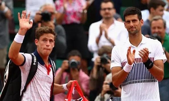 [Vídeo] Djokovic só parou de aplaudir Schwartzman depois do argentino abandonar o court