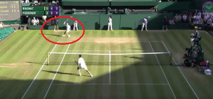 [Vídeo] O incrível passing shot de Federer no tie-break do 3.º set
