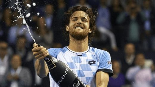[Com vídeos] João Sousa joga hoje a sua nona final ATP. Ainda se lembra das outras oito?