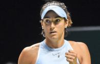 Garcia leva pneu, mas vira para bater Wozniacki e mantém-se viva nas WTA Finals