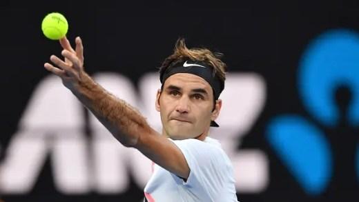 AVANÇA. Federer inicia defesa do título com triunfo convincente