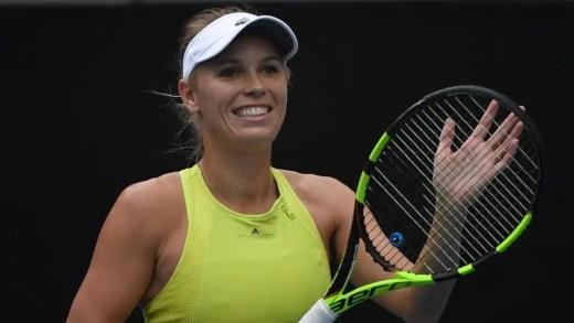 NA RAÇA! Wozniacki salva 2 match points, recupera de 1-5 no terceiro set e segue em frente no Open da Austrália