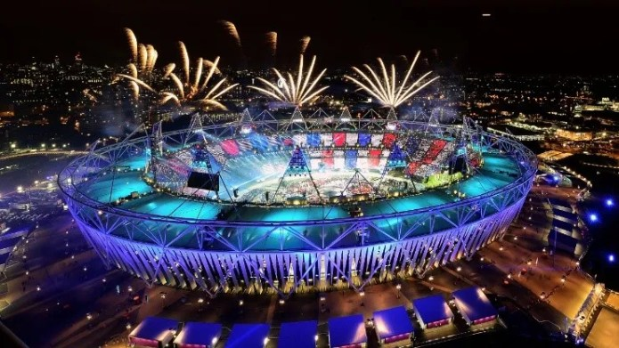 https://i1.wp.com/bolavip.com/__export/1626981776182/sites/bolavip/img/2021/07/22/fireworks_ignite_over_the_olympic_stadium_during_the_opening_ceremony_for_the_london_2012_olympic_games__xgettyx.jpg_1546398727.jpg?w=696&ssl=1