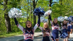 Cheerleaders near the end of the route