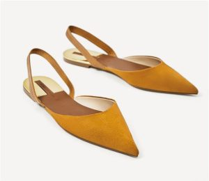 Mustard colored, pointed toe flat slingbacks from Zara with metallic piece detail on the sole and elastic strap at the back for a better fit.