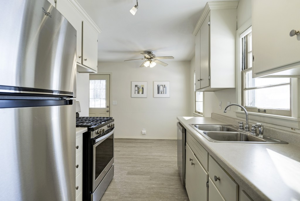 5901-Perry-Ave-N-Crystal (15)